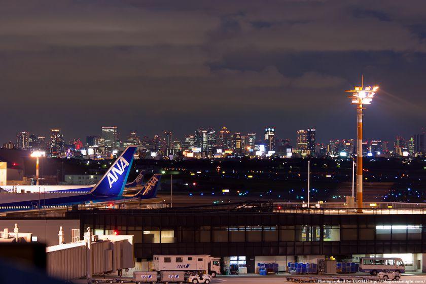 伊丹空港から見た梅田の夜景 01