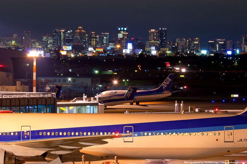 伊丹空港から見た梅田の夜景 02