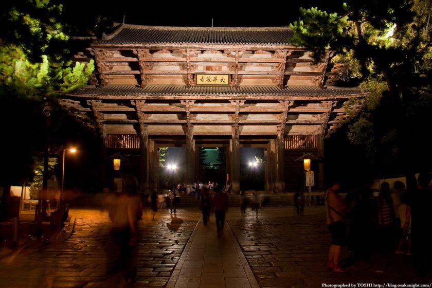 東大寺 南大門のライトアップ