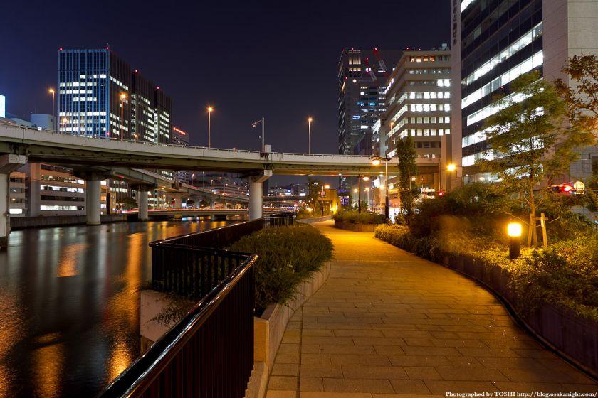 渡辺橋と遊歩道