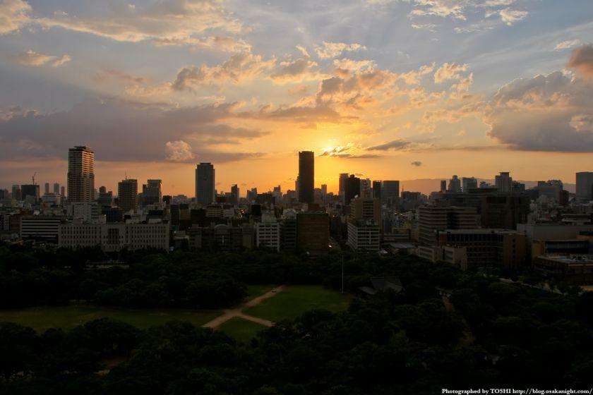 大阪城天守閣から都心の夕景