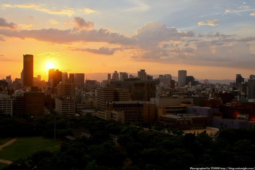 大阪城天守閣から梅田方面の夕景