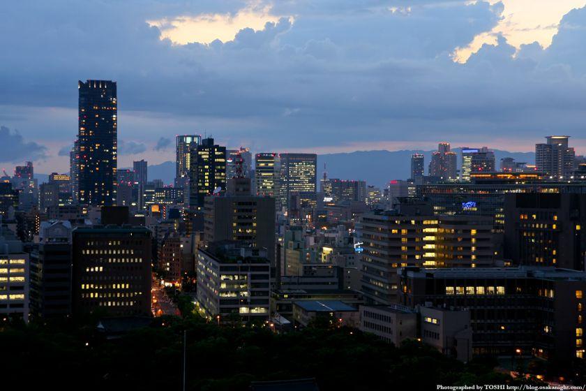 大阪城天守閣から中之島方面の夜景