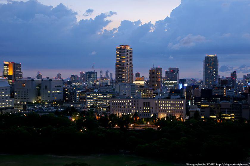 大阪城天守閣から大阪府庁の夜景