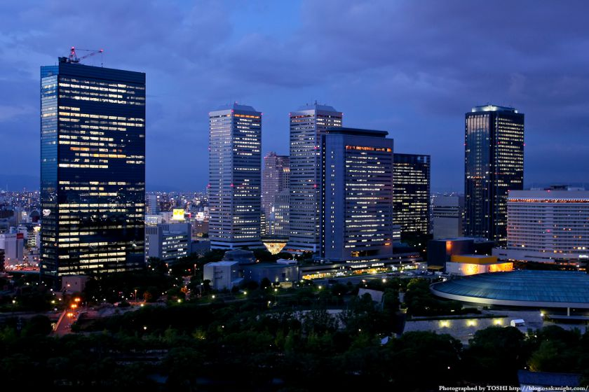 大阪城天守閣から大阪ビジネスパークの夜景