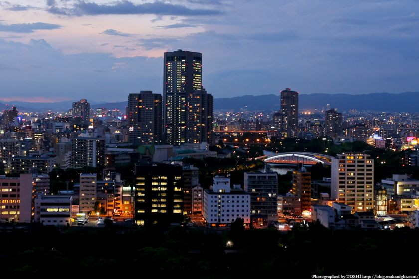 大阪城天守閣から大阪アメニティパークの夜景