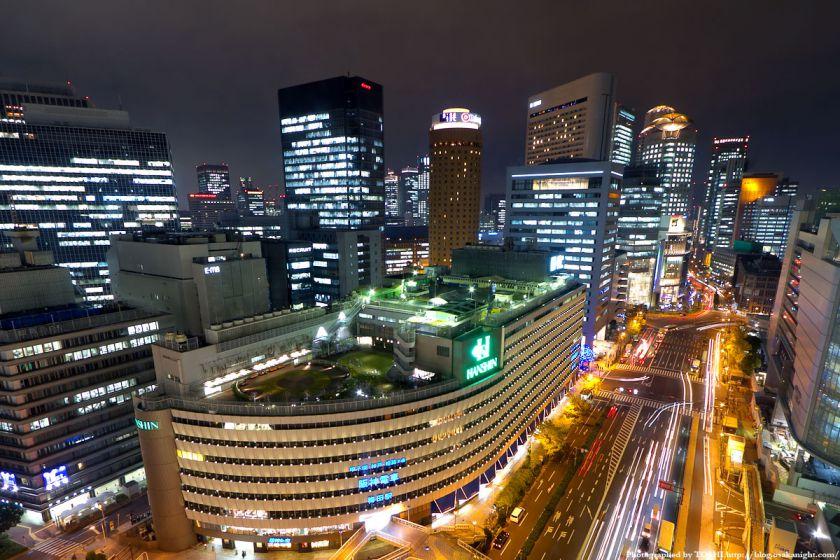 梅田阪急ビル スカイロビーから阪神百貨店方面の夜景