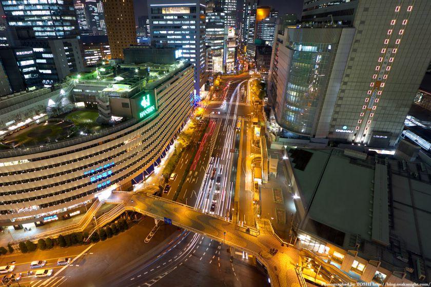 梅田阪急ビル スカイロビーから大阪駅前歩道橋の夜景