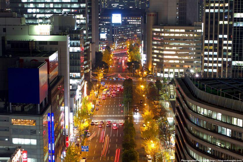 梅田阪急ビル スカイロビーから御堂筋の夜景