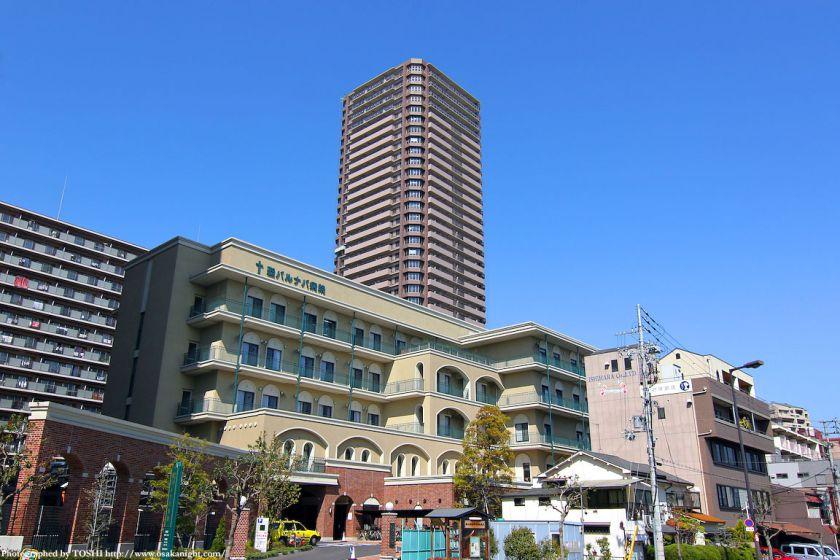 聖バルナバ病院とザ・上本町タワー