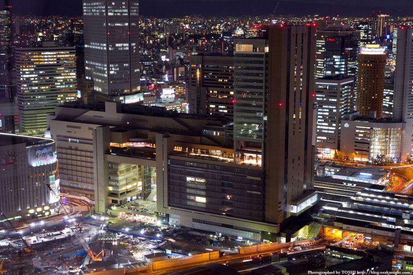大阪駅ノースゲートビルディングの夜景 from 梅田スカイビル