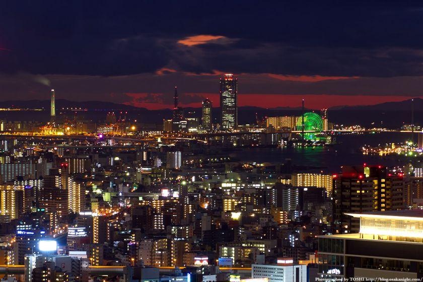 大阪ベイエリア コスモタワーの夜景 from 梅田スカイビル