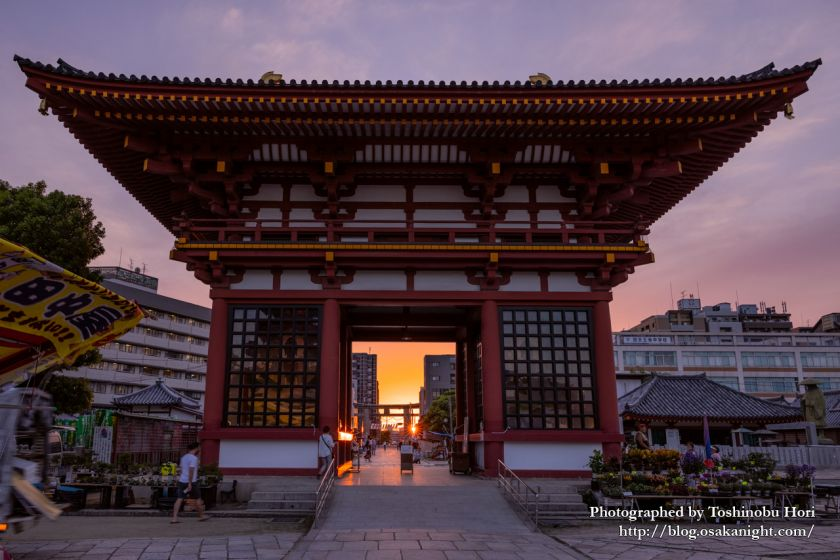 日想観 四天王寺の石鳥居に沈む夕日