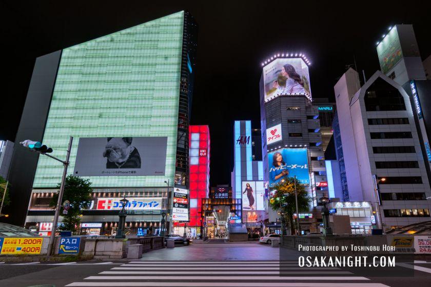ユニクロ心斎橋店 ライトアップ 2021年7月 06