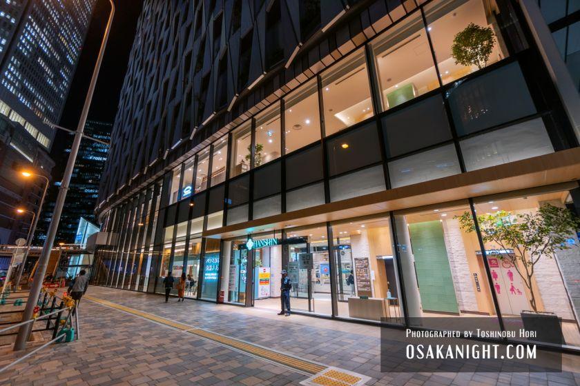 阪神梅田本店2期 建て替え先行オープン エントランス夜景 2021年10月 01