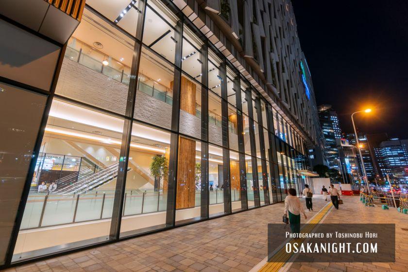 阪神梅田本店2期 建て替え先行オープン エントランス夜景 2021年10月 02